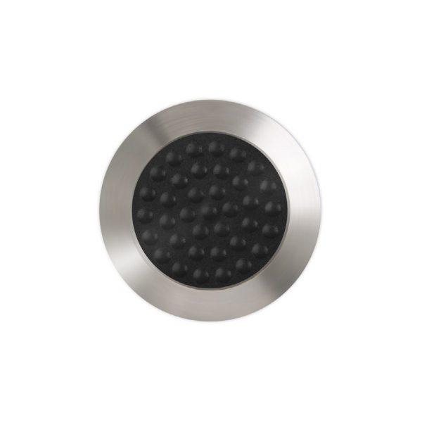 En knott som brukes i farefelt på gulv. denne er slipt blank med svart ilegg.